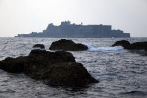 廃墟となった軍艦島の魅力溢れる写真