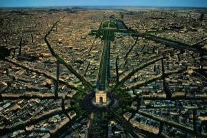鳥の視点で見るパリの街が美しすぎる写真