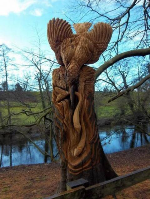 伐採された木を利用した「切り株アート」