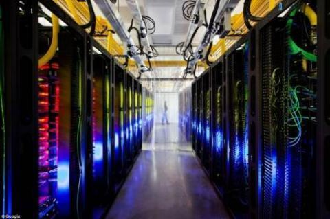 巨大データーセンターの内部写真