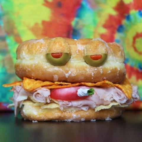サンドウィッチでアートしてみたけど、今ひとつの写真