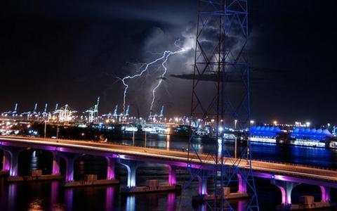 クールでかっこいい雷の写真