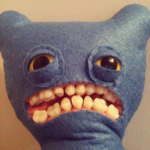 歯の生えたぬいぐるみ