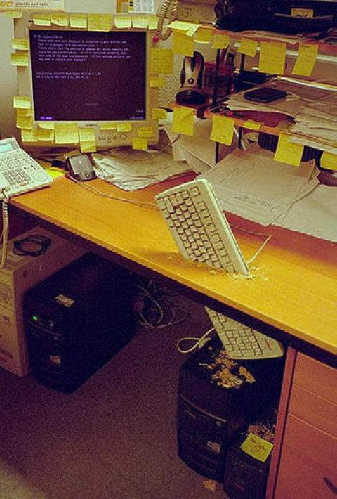 これはやばい!そこまでやっちゃう職場のイタズラの写真