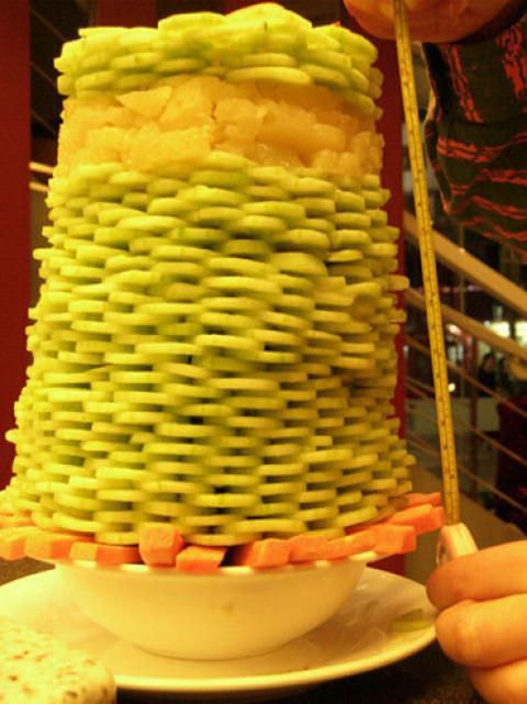 中国で1皿限定のサラダバーが廃止になった理由の写真