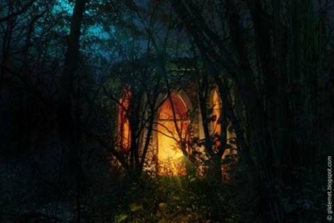 廃墟に明かりつけたらRPGの気分になった写真