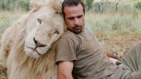 動物行動学者のケヴィン・リチャードソン