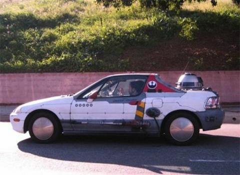 間違った改造を施してしまった車の写真