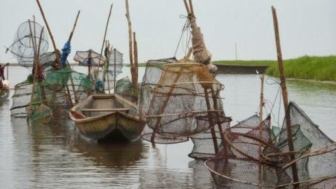 アフリカのヴェニスと言われる湖の上に作られた水上都市のガンビエの写真