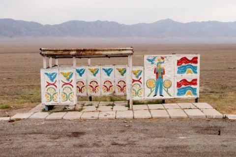 ソ連時代のバス停留所が独創的と話題になった写真