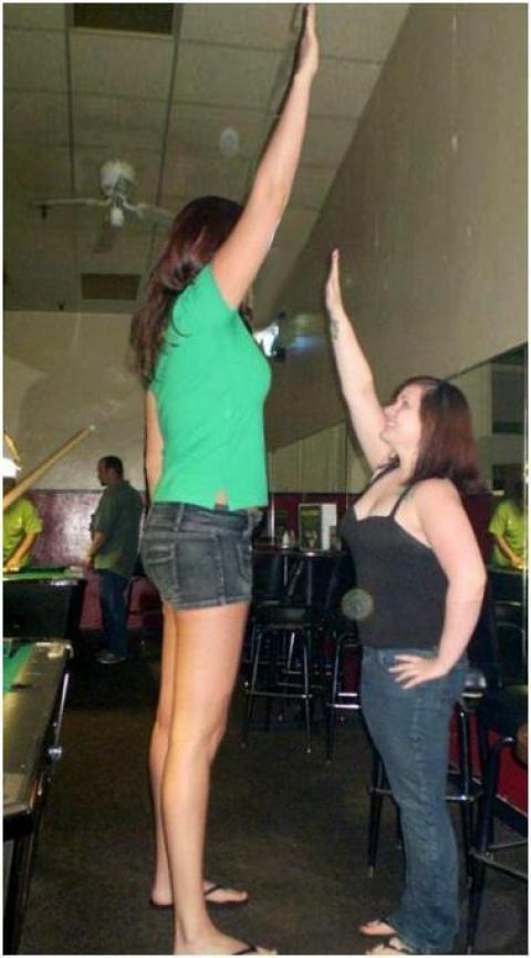 驚愕するほど背が高い、お姉さんたちの写真